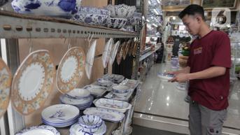 FOTO: Pasokan Keramik Menurun Akibat PPKM