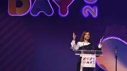 Presenter Najwa Shihab saat menjadi pembicara dalam acara XYZ DAY 2018 di The Hall Senayan City, Jakarta, Rabu (25/4). XYZ Day merupakan sebuah konferensi inspirasi multigenerasi. (Liputan6.com/Herman Zakharia)