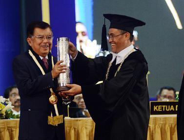 Jusuf KallaTerima Anugerah Hamengku Buwono IX Award