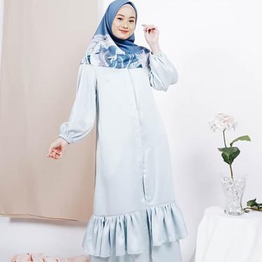 Dinda Hauw Desain Sendiri Koleksi Fashion Muslimnya Yang Simple Dan Stylish Fashion Fimela Com