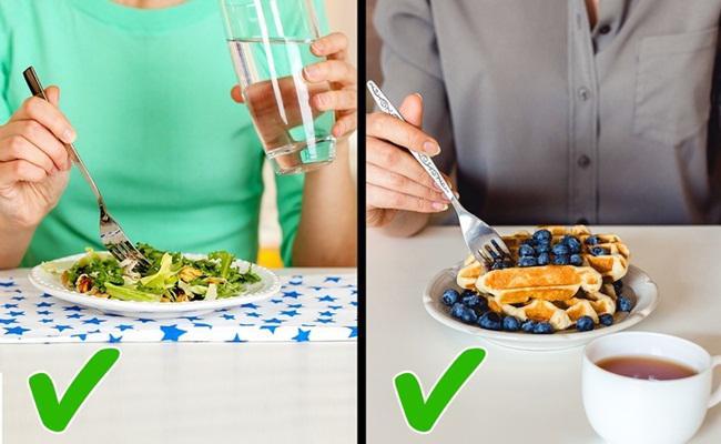 Makan sambil minum tidak masalah dan tidak mengganggu kesehatan/copyright Brightside.cme