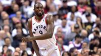 Selebrasi Pemain Toronto Raptors Serge Ibaka. Pria Spanyol itu jadi penentu kemenangan Raptors atas Wizards di gim pertama play-off NBA (AP)