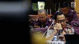 Kapolri Jenderal Tito Karnavian menghadiri Rapat Kerja dengan Komisi III DPR RI, Jakarta, Senin (17/7). Rapat t membahas mengenai isu terkini di antaranya penemuan sabu 1 ton di Serang, pembacokan ahli IT Hermansyah. (Liputan6.com/Johan Tallo)