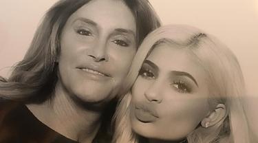 [Bintang] Kylie Jenner - Caitlyn Jenner