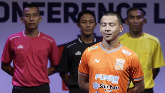Pemain Borneo FC, Wahyudi Hamisi berpose saat Peluncuran Shopee Liga 1 di SCTV Tower, Jakarta, Senin (13/5). Sebanyak 18 klub akan bertanding pada Liga 1 mulai tanggal 15 Mei. (Bola.com/Vitalis Yogi Trisna)
