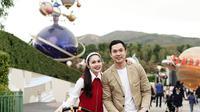 Liburan keluarga Sandra Dewi ke Disneyland Hong kong (Sumber: Instagram/sandradewi88)