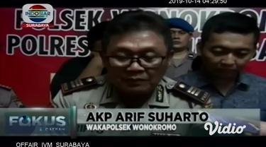 Polisi menangkap oknum Satpol PP Surabaya bernama Dedy Prasetyo (40) dan temannya Bagus Akhrullah (39). Mereka ditangkap saat sedang asik pesta sabu.