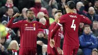 Gelandang Liverpool, Georginio Wijnaldum, melakukan selebrasi usai membobol gawang West Ham United pada laga Premier League di Stadion Anfield, Inggris, Selasa (25/2/2020). Liverpool menang dengan skor 3-2. (AP/Jon Super)