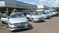 Deretan mobil Mercedes-Benz disiapkan untuk Lebaran Rescue 2017, Jakarta, Jumat (16/6). Memasuki momen mudik 2017, produsen kendaraan niaga (commercial vehicle) menggelar kembali Lebaran Rescue 2017. (Liputan6.com/Helmi Afandi)