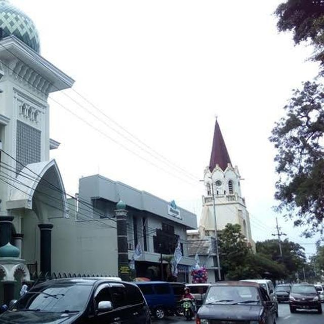 Masjid Dan Gereja Bersanding Mesra Di Malang Regional Liputan6 Com