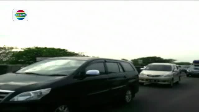 Petugas gabungan dari kepolisian Polres Brebes, dan Waskita bekerja keras mengatur agar kendaraan melaju secara konstan menuju Jakarta.