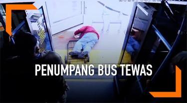 Polisi merilis video pria lanjut usia didorong keluar dari bus oleh seorang perempuan. Pria tersbeut meninggal sebulan kemudian dan si perempuan ditangkap atas kasus pembunuhan.