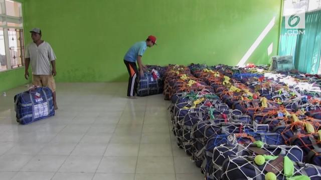 Musim haji 2018 sudah dimulai. Beberap jemaah asal Madura memiliki cara unik dalam memberi tanda koper haji mereka.