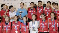 Para peserta NBA Junior tampak bahagia saat pengumuman 16 pemain yang menjadi Jr NBA Indonesia All-Star 2018 di Pluit Village Mall, Minggu (29/7/2018). (Bola.com/M Iqbal Ichsan)