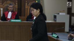 Hakim adhoc Pengadilan Tipikor Medan nonaktif, Merry Purba saat menjalani sidang putusan di Pengadilan Tipikor, Jakarta, Kamis (16/5/2019). Sebelumnya, Merry didakwa menerima suap dari pengusaha Tamin Sukardi dan dituntut hukuman 9 tahun penjara, denda Rp 350 juta. (Liputan6.com/Helmi Fithriansyah)