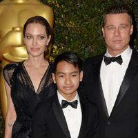 Brad Pitt bersama Angelina Jolie dan Maddox. (AFP/Bintang.com)