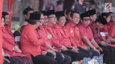 Basuki Tjahaja Purnama  dan Djarot Saiful Hidayat saat menghadiri upacara HUT ke-74 RI di Jakarta, Sabtu (17/8/2019). Upacara HUT ke-74 Kemerdekaan RI tersebut diikuti ratusan kader dan simpatisan partai PDIP. (Liputan6.com/Faizal Fanani)