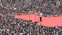 Capres nomor urut 01 Joko Widodo atau Jokowi memberikan pidato pada kampanye akbar di Stadion Utama GBK, Senayan, Jakarta, Sabtu (13/4). Jokowi mengajak seluruh masyarakat yang hadir, agar 17 April 2019 mendatang dapat memilih yang pemimpin yang tepat. (Liputan6.com/Angga Yuniar)