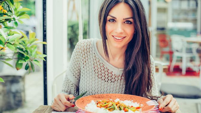 Ibu Menyusui Tidak Boleh Pilih-pilih Makanan