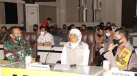 Gubernur Jawa Timur Khofifah Indar Parawansa berkoordinasi dengan jajaran forkopimda Jatim (Foto:Dok Istimewa)