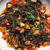 Tidak ada yang salah dari makan siang dengan seafood. Ini 10 insipirasi menu lezatnya! (Via: bonappetit.com)