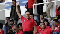 Ketua PSSI, Mochamad Iriawan, memberikan dukungan pada Timnas Indonesia U-22 melawan Thailand di Stadion Rizal Memorial, Manila, Selasa (26/11/2019). (Bola.com/Muhammad Iqbal Ichsan).