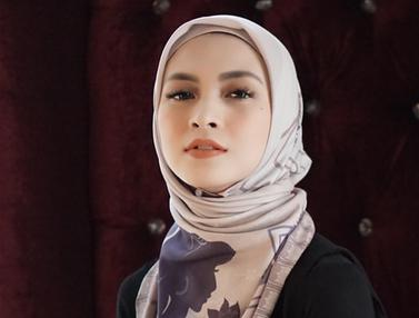 Potret Donita yang Mantap Berhijab, Cantik dan Elegan