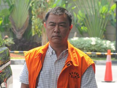 Pengusaha dan mantan tim sukses Bupati Talaud, Benhur Lalenoh tiba di Gedung KPK, Jakarta, Rabu (19/6/2019). Benhur Lalenoh diperiksa sebagai tersangka terkait dugaan suap proyek pembangan pasar di Kabupaten Kepulauan Talaud. (merdeka.com/Dwi Narwoko)