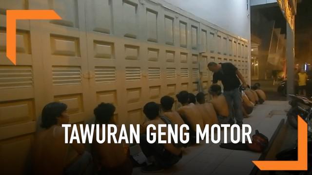 Dua kelompok remaja bersenjata nyaris baku hantam di Deli Serdang Kamis (24/5) dini hari. Beruntung tawuran antar geng motor itu bisa digagalkan polisi.
