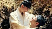 Park Bo Gum dan Kim Yoo Jung di drama Love in the Moonlight. Foto: Soompi