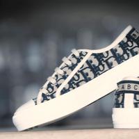 Sneakers ikonis untuk penampilan yang makin fashionable.