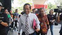 Mantan Ketua Mahkamah Konstitusi, Mahfud MD saat tiba di Gedung KPK di Jakarta, Senin (25/03).Kedatangannya tersebut untuk melakukan diskusi tentang tindak pidana korupsi dan pencegahannya.merdeka.com/dwi narwoko