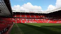 Tribune Barat di Stadion Old Trafford yang dikenal dengan nama Stretford End (Wikimedia Commons)