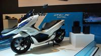 Honda PCX listrik diperkenalkan di IMOS 2018. (Arief/Liputan6.com)