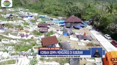 Sebanyak 241 kepala keluarga korban bencana gempa dan tsunami di Donggala mengungsi di pekuburan cina di Banawa, Sulawesi Tengah.