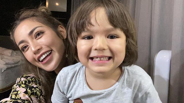 6 Potret Kebersamaan Jessica Iskandar dan El Barack, Selalu Ada untuk Sang Mama