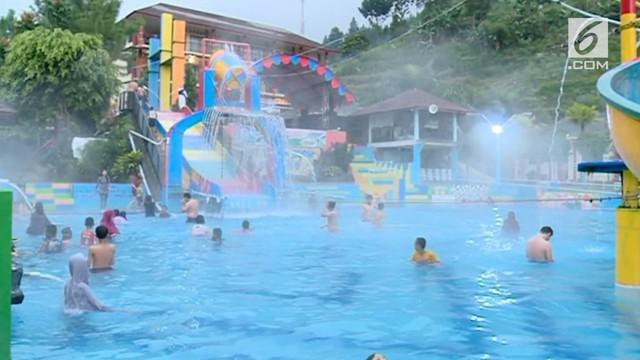 Sejumlah tempat wisata di Tegal Jawa Tengah, masih ramai dikunjungi wisatawan pada akhir libur Lebaran, Minggu sore. Salah satunya obyek wisata wahana air panas alami Guciku. Selain wisatawan lokal, tak sedikit pengujung yang berasal dari luar kota.