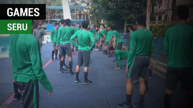 Berita video games seru yang dilakukan Timnas Indonesia U-19 saat latihan sebelum menghadapi Thailand pada semifinal Piala AFF U-18 2017, Jumat (15/9/2017).