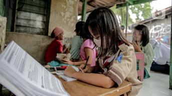 5 Kisah Perjuangan Pelajar Menuntut Ilmu ke Sekolah Sampai Bertaruh Nyawa