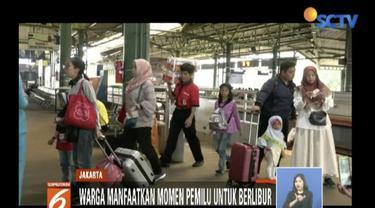 Penumpang kereta meningkat jelang Pemilu 2019 dan libur Paskah. Beberapa penumpang mengaku ambil cuti untuk berlibur bersama keluarga.