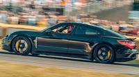 Porsche Taycan (Carbuzz)