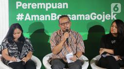 Deputi Partisipasi Masyarakat Kementerian PPPA Indra Gunawan memberi paparan pada peluncuran Inisiatif Perempuan #AmanBersamaGojek, Jakarta (11/3). Bertepatan dengan Hari Perempuan Internasional, Gojek menghadirkan layanan melalui pilar teknologi, proteksi, dan edukasi.(Liputan6.com/Fery Pradolo)