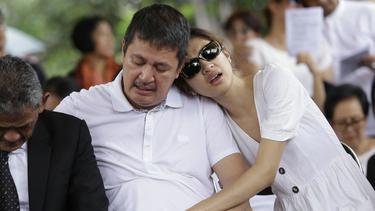 [Fimela] Pemakaman Ibunda Mikha Tambayong