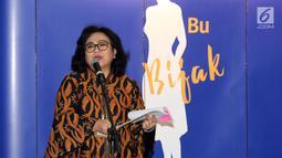 Kepala Departemen Literasi dan Inklusi Keuangan OJK Sondang Martha Samosir memberikan paparan pada peluncuran program Literasi Keuangan #IbuBerbagiBijak 2019 di Jakarta, Selasa (23/7/2019). Program yang menggandeng UMKM bertujuan membekali para pelaku usaha perempuan. (Liputan6.com/Fery Pradolo)
