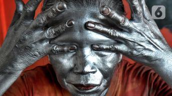 Pensiunan Polisi Terpaksa Jadi Manusia Silver Demi Nafkah, Ini Sikap Kapolda Jateng