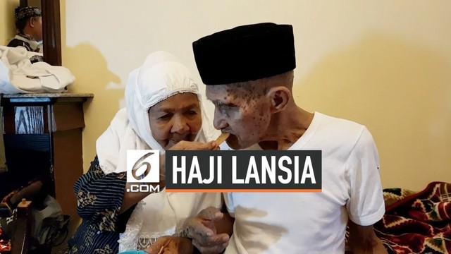 Kakek dan nenek, jemaah haji manula asal Ambon sejak kedatangan di bandara hingga di Madinah, tak mau terpisahkan. Kakek Mahmud Sopamena, tak mau melepaskan tangan sang istri  Mak Cum dan terus menggandeng tangannya meski berada di dua kursi roda yan...