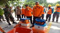 Sekda Kota Cirebon Agus Mulyadi mengecek kesiapan perlatan menghadapi musim penghujan. Foto (Istimewa)