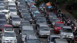 Castrol Magnatec Stop-Start Index 2014 menempatkan Jakarta sebagai kota dengan lalu lintas terburuk berdasarkan jumlah berhenti-jalan (stop-start) setiap mobil dalam setahun, Kamis (5/2/2015). (Liputan6.com/Faizal Fanani)