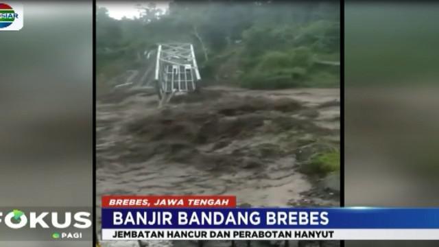 Akibat hujan deras yang turun beberapa jam, sejumlah kawasan di kecamatan Bumiayu, Brebes, Jawa Tengah diterjang banjir bandang.