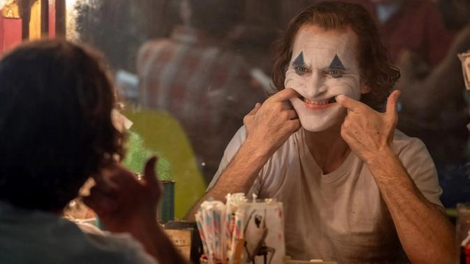 Jadi Joker, Aktor Joaquin Phoenix Belajar Gangguan Tertawa